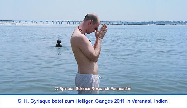 Der spirituelle Weg Seiner Heiligkeit Cyriaque Vallees - Gebet zum Heiligen Ganges 2011, Indien