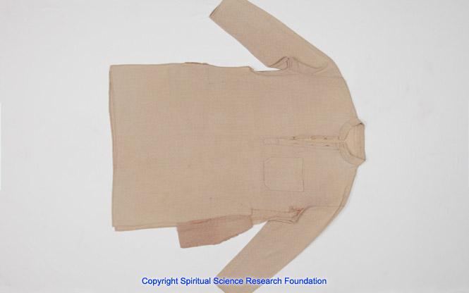 Bild eines zerissenen Hemdes 1