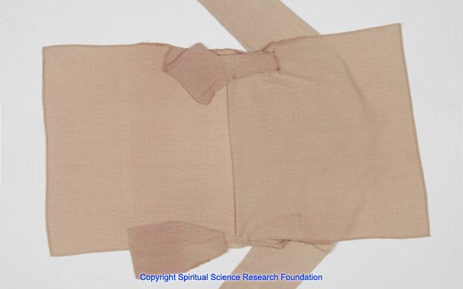 Bild eines zerissenen Hemdes 3