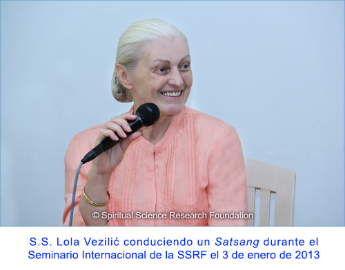 10-SPA-p-lola-conducting-satsang