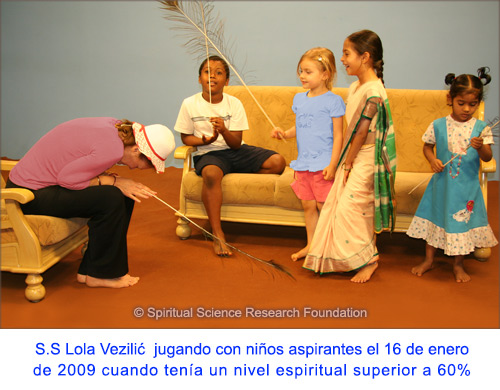 13-SPA-p-lola-playing-with-child-seekers