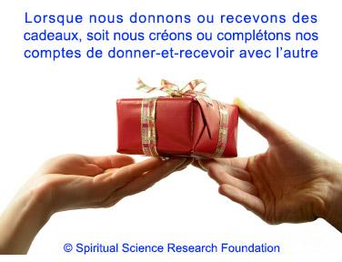 2-FREN_Exchanging-gifts