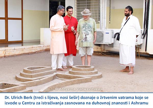 Scientists-in-ashram-CRO-Ulrick