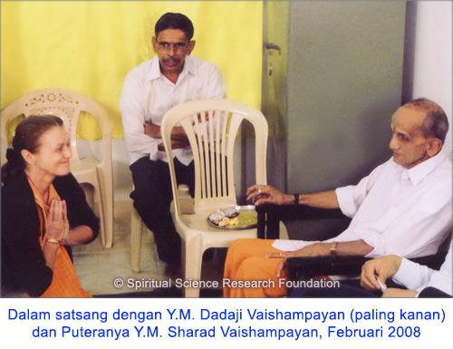 6-IND_p-lola-with-pp-dadaji-maharaj