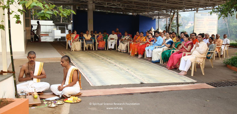 L'effetto spirituale del festeggiare il Gudi Padwa rispetto alla celebrazione del capodanno