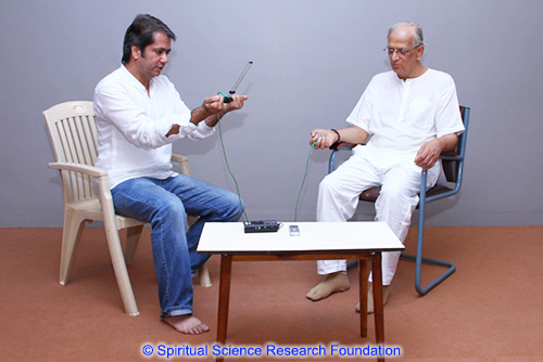Mayank Barjatya (Left) His Holiness Dr Athavale (Right)