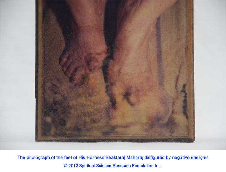 Photo-of-Saint's-feet-disfigured-by-negative-energies