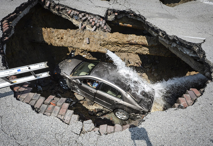 sinkholes natural gas and petroleum geologists It's not just sinkholes and town-clearing natural gas leaks: recently, the  a  geologist at the railroad commission of texas, the state's oil and.