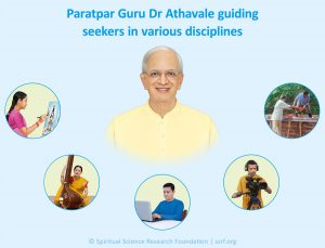 Paratpar Guru Dr Athavale guiding seekers in various disciplines