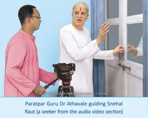 Paratpar Guru Dr Athavale guiding Snehal Raut (a seeker from the audio video section)