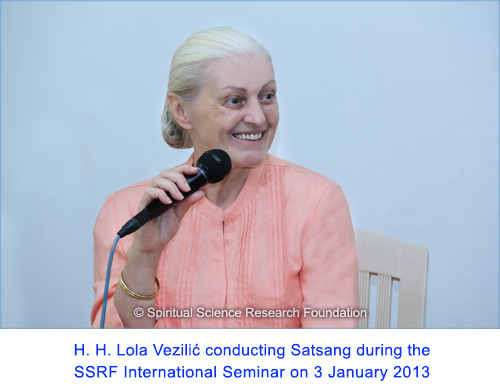 H.H.-Lola-Vezilic-conducting-Satsang-during-the-SSRF-International-Seminar-on-3-January-2013
