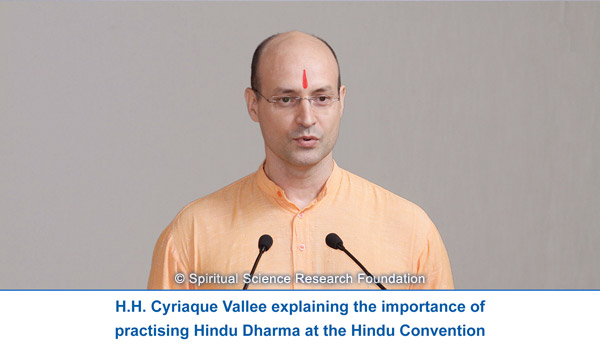 H.H. Cyriaque explaining the importance of Hindu Dharma