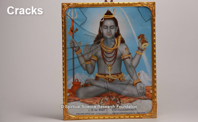 The glass covering a picture of Lord Shiva breaking automatically